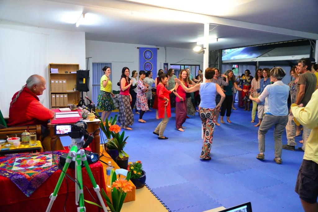 D60_0840_Dancing-3_xl