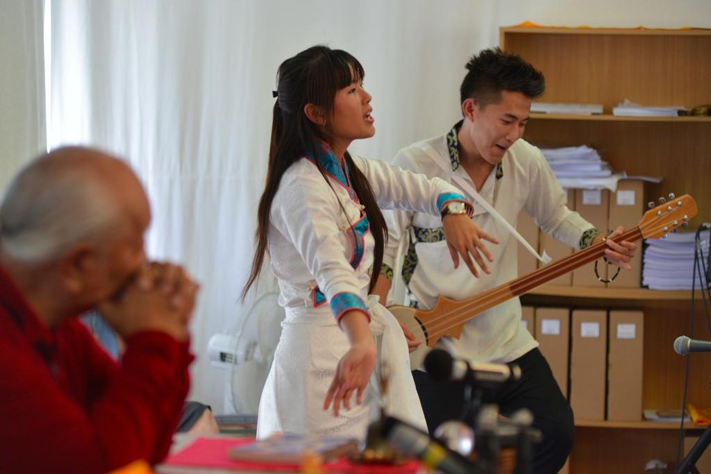 D60_1391_Tibetan-singers_xl