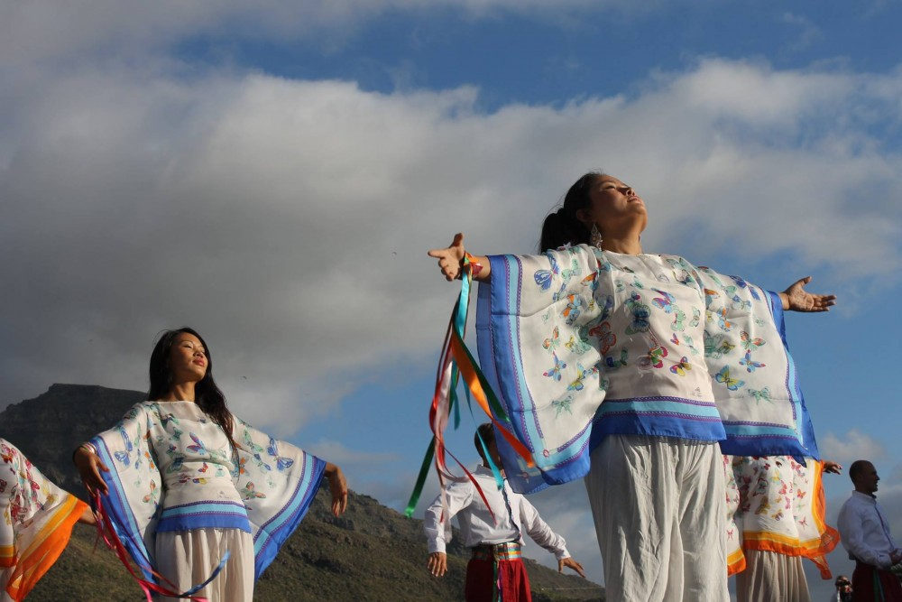 Церинг и танцоры Общины