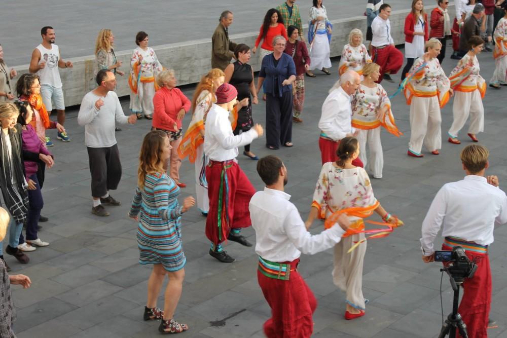 Выступающие и танцоры Кайта