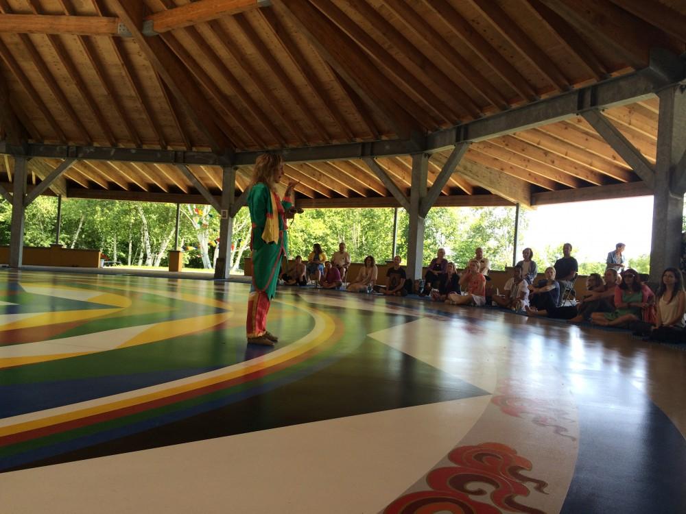 Объяснение Танца 12 А с Примой Май в Зале Мандалы в Верхнем Кхандролинге.