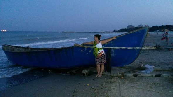 boat-on-the-beach-590x332