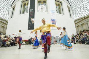 Выступление танцоров Кайта в Британском Музее в Лондоне