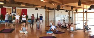 Плавное дыхание и 8 движений янтра-йоги для координации дыхания и энергии