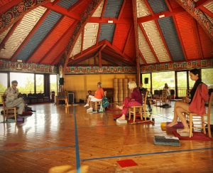 Янтра-йога на стуле в Западном Меригаре